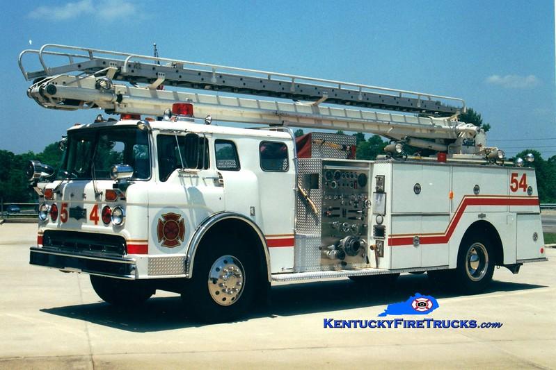<center> RETIRED <br> Whitley City  Ladder 54 <br> x-McMahan, KY <br> 1973 Ford C-900/Pirsch 1000/500/50' Telesqurt  <br> Greg Stapleton photo </center>