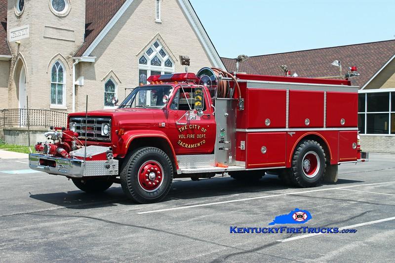 <center> RETIRED <br> Sacramento  Engine 445  <br> 1986 GMC 7000/Grumman 750/750 <br> Kent Parrish photo </center>