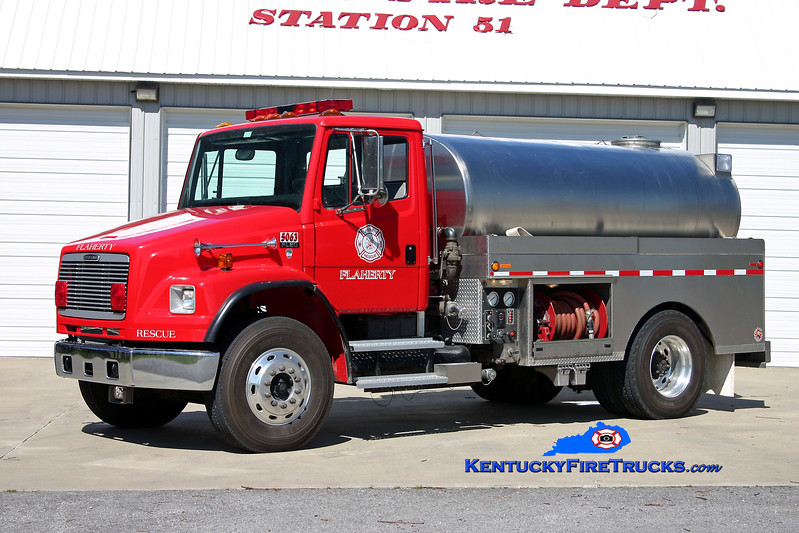<center> Flaherty  Tanker 5063 <br> 2001 Freightliner FL80/Bluegrass 500/2000 <br> Kent Parrish photo </center>