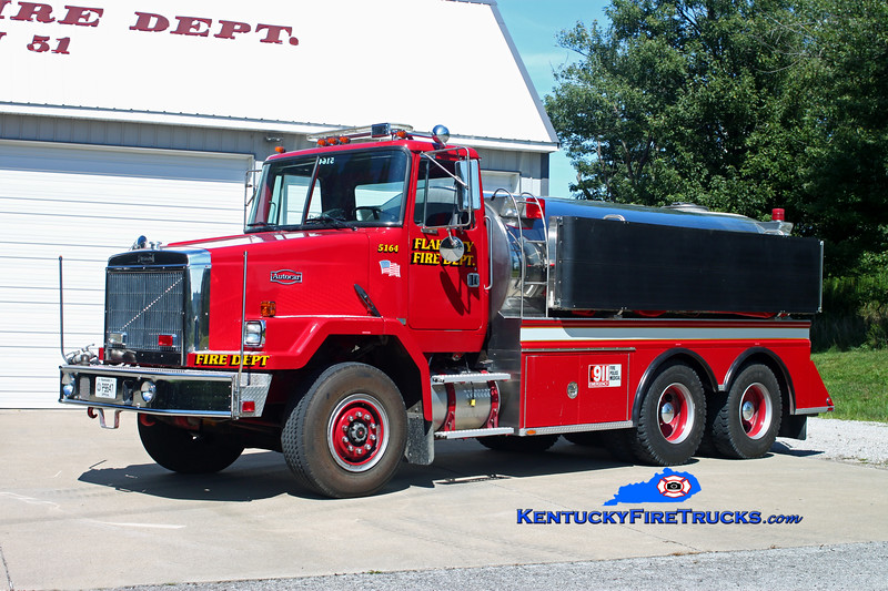 <center> Flaherty  Tanker 5164 <br> x-Janesvile, WI <br> 1990 Autocar/US Tanker 500/3000 <br> Kent Parrish photo </center>