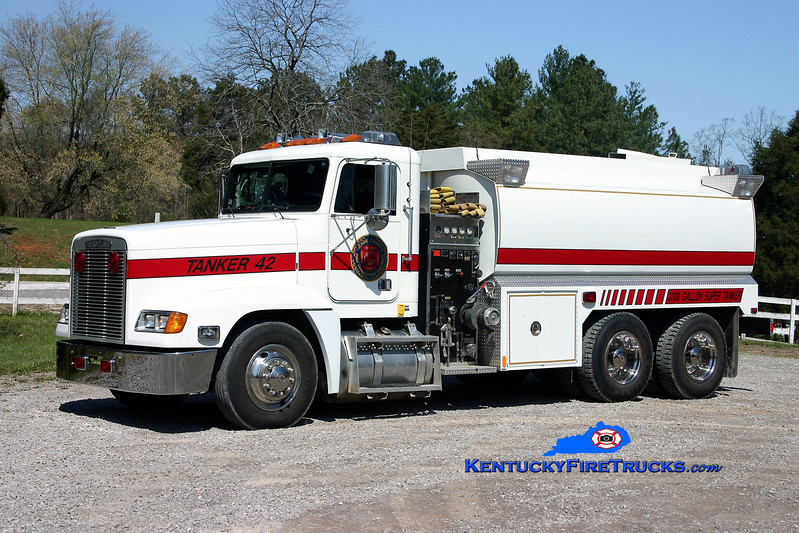 <center> RETIRED <br> Meade County  Tanker 42 <br> 1993 Freightliner FLD112/1997 Fouts Bros 500/3000 <br> Kent Parrish photo </center>