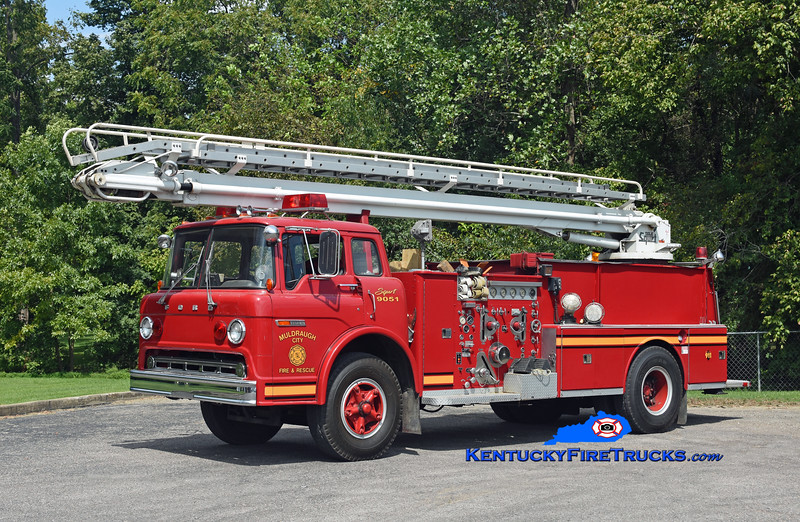 Muldraugh  Squrt 9051<br /> x-Columbus, IN and West Point, KY<br /> 1974 Ford C-900/American LaFrance 1250/500/50' TeleSqurt<br /> Kent Parrish photo