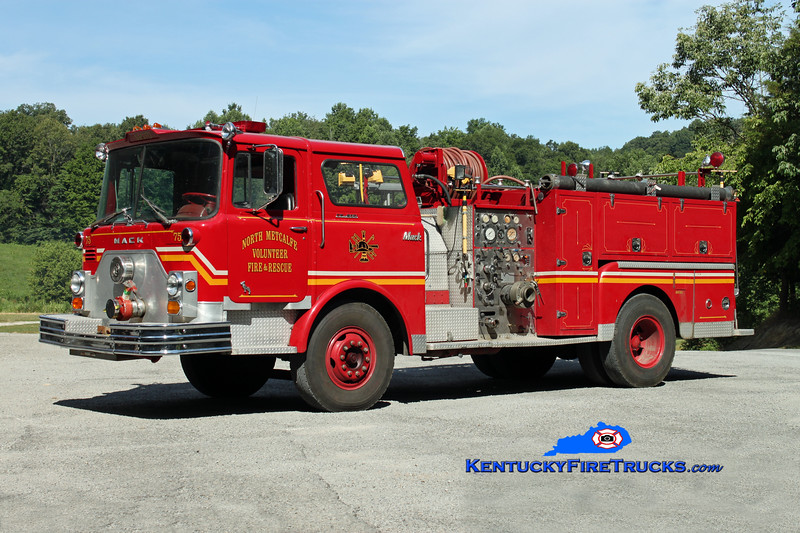 <center> North Metcalfe   Engine 75 <br> x-Louisville, KY  <br> 1971 Mack CF 1500/500 <br> Kent Parrish photo </center>