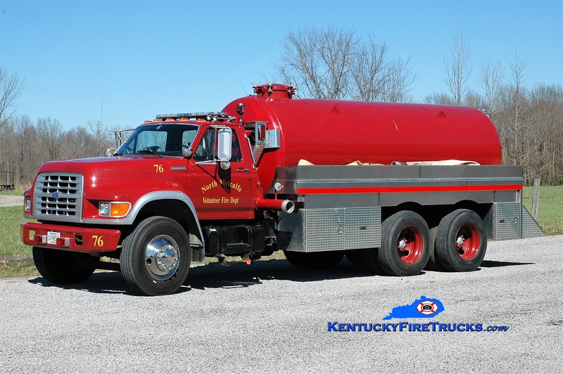 North Metcalfe  Tanker 76<br /> 1995 Ford F-800/Local 0/3000<br /> Greg Stapleton photo