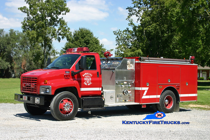 <center> Gamaliel  Engine 1 <br> 2005 GMC C8500/KME 1250/1000 <br> Kent Parrish photo </center>