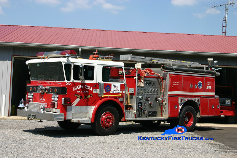 <center> Mud Lick  Engine 700 <br> x-Okolona, KY <br> 1977 American LaFrance Pioneer III/1988 American Eagle 1250/750<br> Kent Parrish photo </center>
