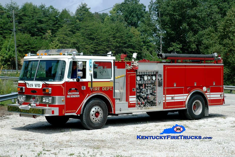 <center> 519 VFD  Engine 301 <br> x-Montauk, NY <br> 1986 Pierce Arrow 1250/1000 <br> Greg Stapleton photo </center>