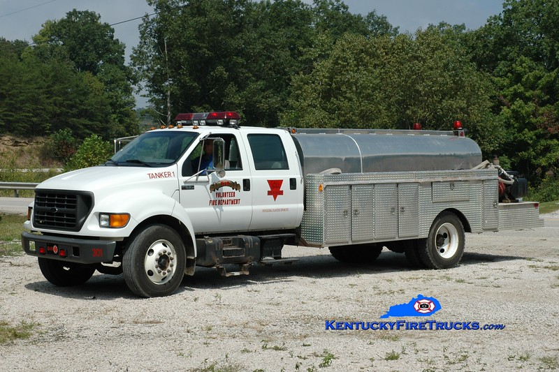 <center> 519 VFD  Tanker 301 <br> 2000 Ford F-650/Danco 250/2000 <br> Greg Stapleton photo </center>