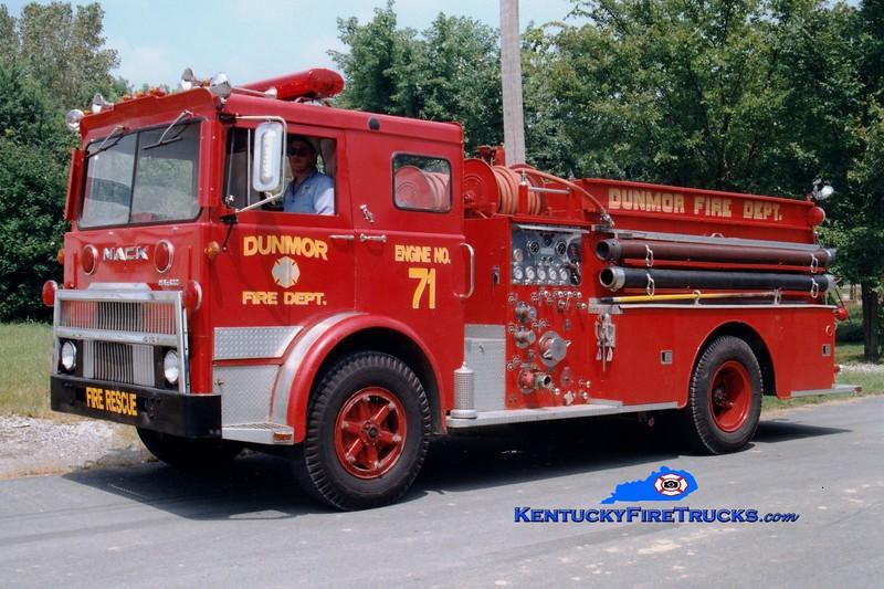 <center> RETIRED <br> Dunmor  Engine 71  <br> x-Hendersonville, TN <br> 1973 Mack MB/Howe 1000/1000 <br> Greg Stapleton photo </center>
