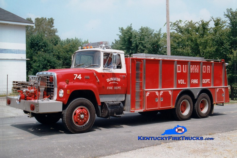 <center> Dunmor  Tanker 74  <br> x-Middletown, DE <br> 1976 Ford L/4-Guys 1000/3200 <br> Greg Stapleton photo </center>