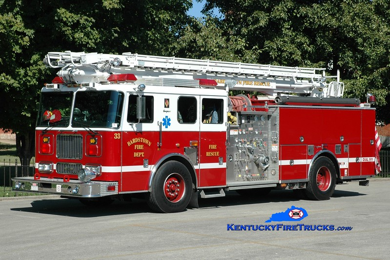 <center> Bardstown  Engine 33 <br> 2000 Seagrave Marauder 1250/500/50' Tele-Squrt <br> Greg Stapleton photo </center>