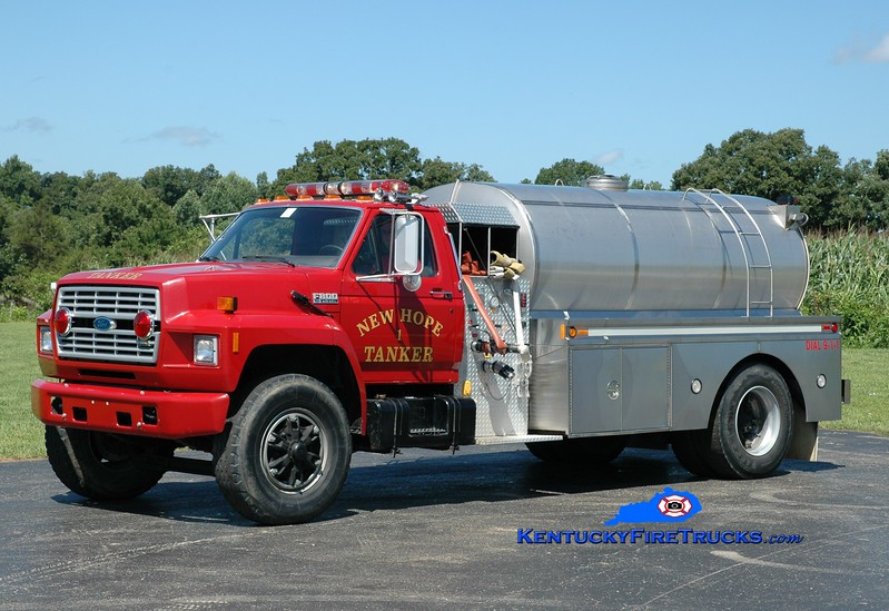 <center> New Hope  Tanker 1 <br> x-Boyle County, KY <br> 1992 Ford F-800/Bluegrass 250/1800 <br> Greg Stapleton photo </center>