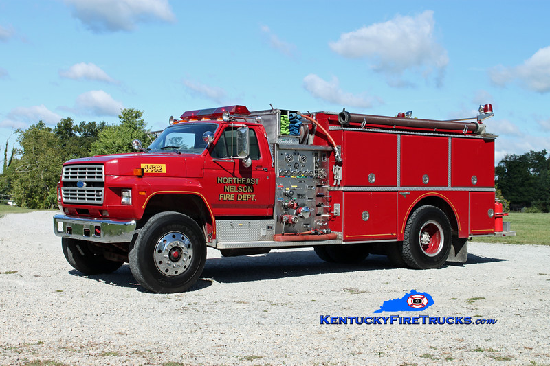 <center> Northeast Nelson  Engine 4433 <br> x-Engine 4432 <br> 1986 Ford F-800/Grumman 1000/1000 <br> Kent Parrish photo </center>