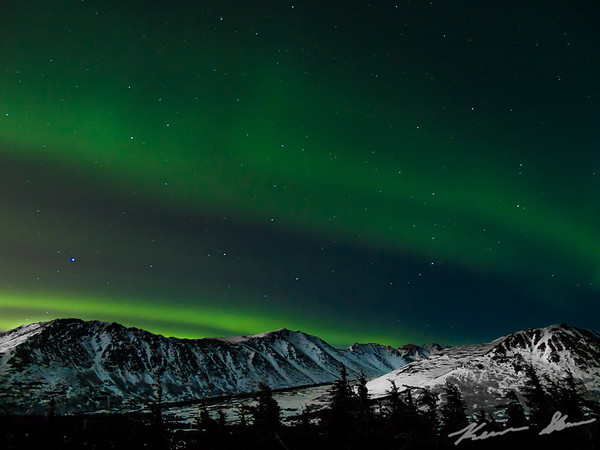 Fading aurora banner from Glen Alps in the early nighttime hours