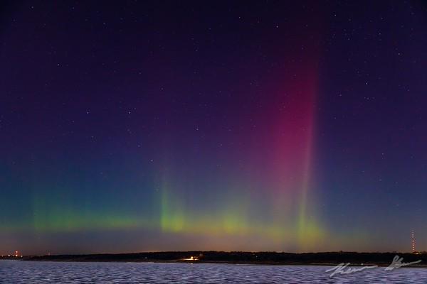 Aurora banner dances across the sky over Saylorville Lake