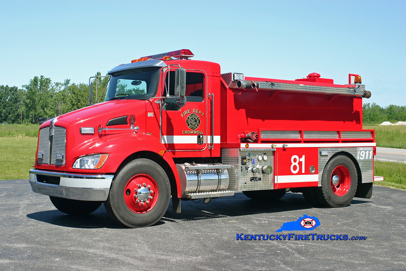 <center> Cromwell  Tanker 81 <br> 2008 Kenworth T-300/Deep South 500/2000 <br> Kent Parrish photo </center>