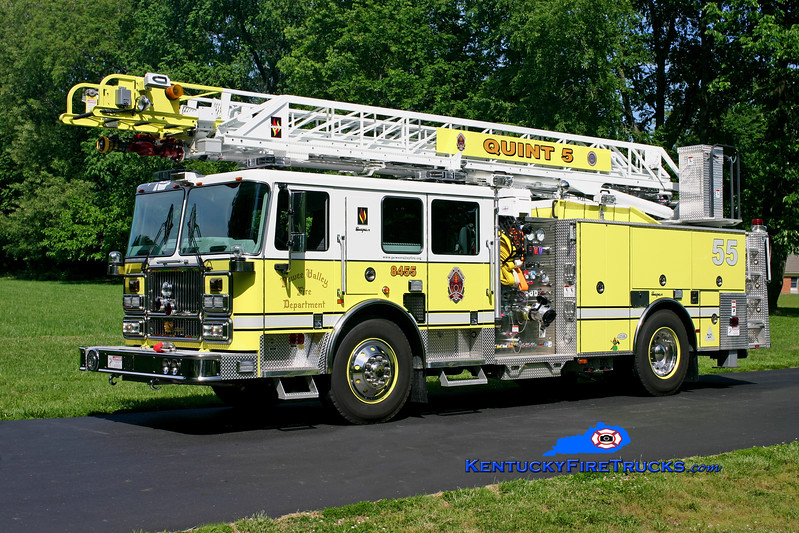 <center> Pewee Valley  Quint 8455 <br> 2007 Seagrave Marauder II 1500/480/20/75' <br> Kent Parrish photo </center>