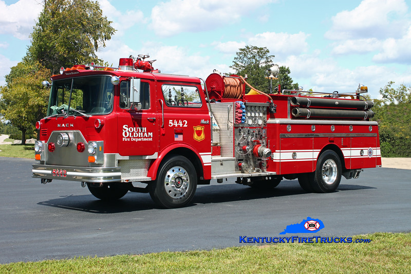 <center> PRIVATELY OWNED <br> South Oldham  Quad 5442  <br> 1984 Mack CF 1500/500 <br> Kent Parrish photo </center>