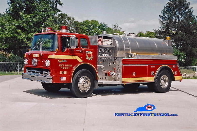 <center> RETIRED <br> South Oldham  Tanker 5469 <br> 1989 Ford C-8000/Summit 450/2000 <br> Kent Parrish photo </center>