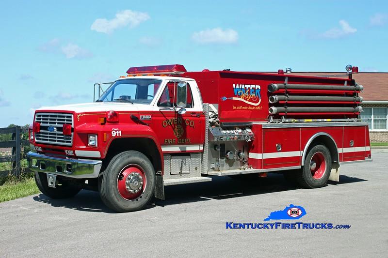<center> Owen County  Tanker 9921 <br> 1990 Ford F-800/KME 350/1800<br> Kent Parrish photo </center>