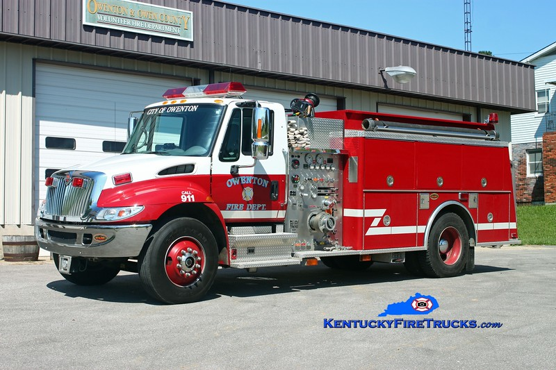 <center> Owenton  Engine 9822  <br> 2001 International 4400/KME 1250/1000<br> Kent Parrish photo </center>