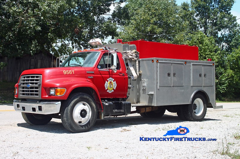 <center> RETIRED <br> South Owen  Tanker 9561 <br> 1995 Ford F-800/Local 250/1500 <br> Kent Parrish photo </center>