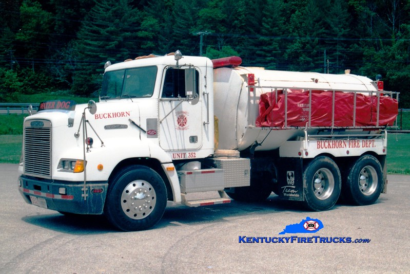 <center> Buckhorn  Tanker 352 <br> 1991 Freightliner/Local/FD 250/3000 <br> Greg Stapleton photo </center>