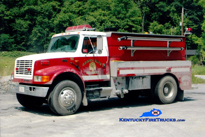 <center> Grapevine-Chavies Tanker 255 <br> 1995 International 4900/Wynn 250/1500 <br> Greg Stapleton photo </center>