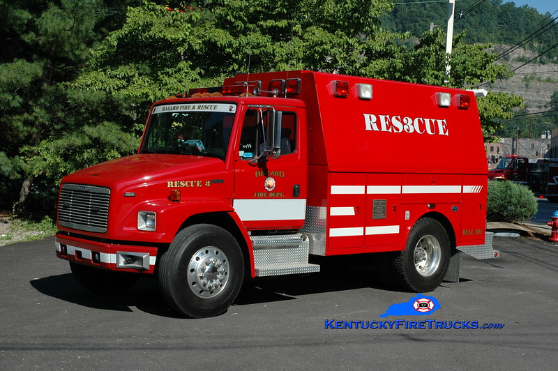 <center> Hazard  Rescue 3 <br> 1994 Freightliner FL70/2009 Warner Bodies-Wynn <br> Greg Stapleton photo </center>