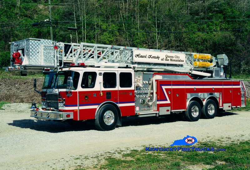 <center> Hazard Ladder 2 <br> 2003 E-One Cyclone II 2000/300/100' <br> Greg Stapleton photo </center>