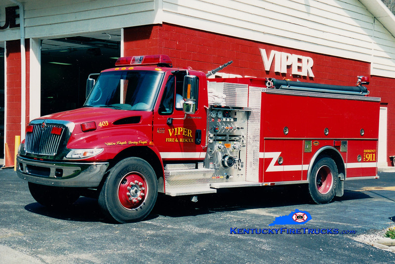 <center> Viper  Engine 403 <br> 2002 International 4400/KME 1250/1000 <br> Greg Stapleton photo </center>