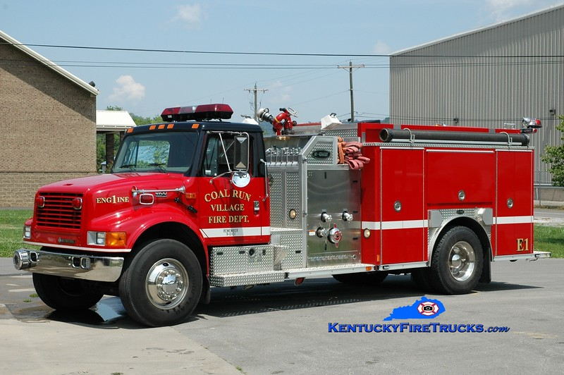 <center> Coal Run Village Engine 1  <br> 2001 International 4900/E-One 1250/1000 <br> Greg Stapleton photo </center>