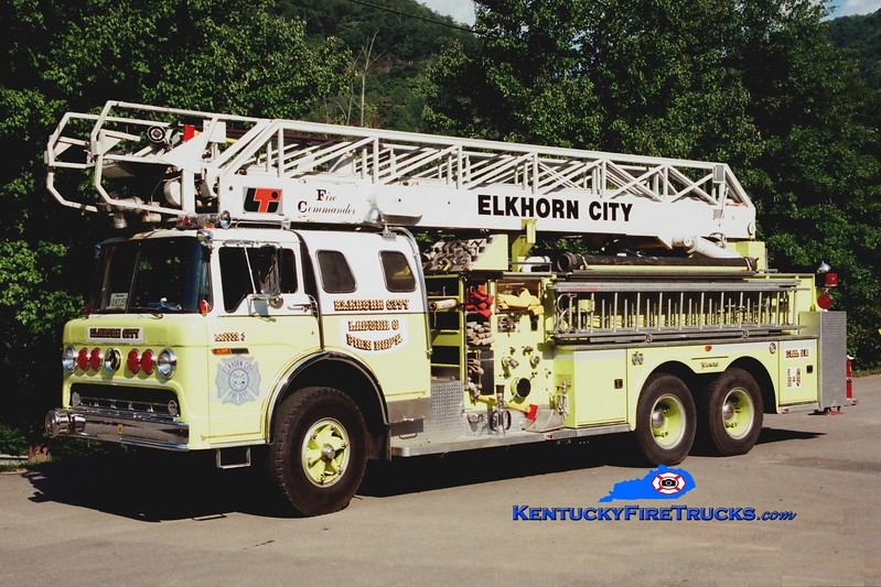 <center> RETIRED <br> Elkhorn City  Ladder 6  <br> x-Clifton Park, NY <br> 1975 Ford C/Young/LTI 1250/250/65' <br> Greg Stapleton photo </center>