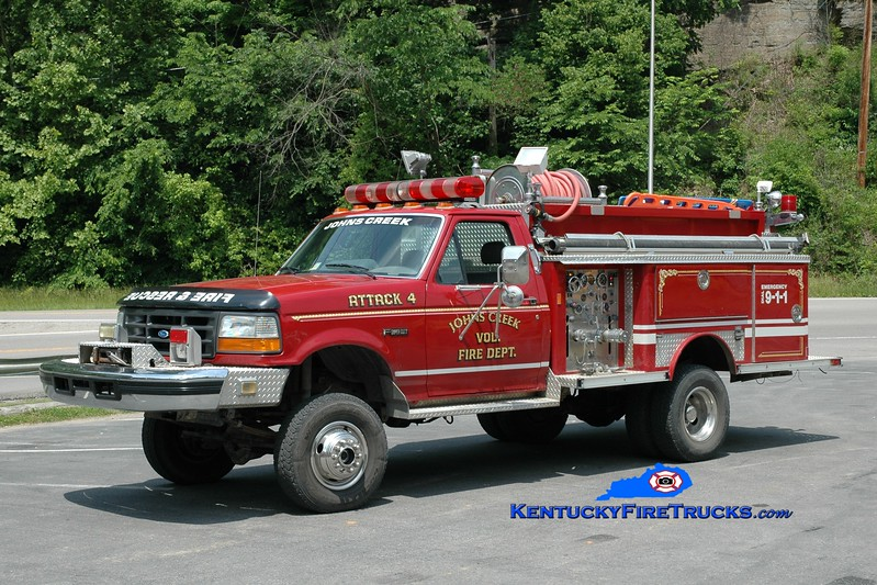 <center> John's Creek Attack 4<br> x-Spotsylvania County, VA <br> 1995 Ford SD 4x4/E-One 250/250 <br> Greg Stapleton photo </center>