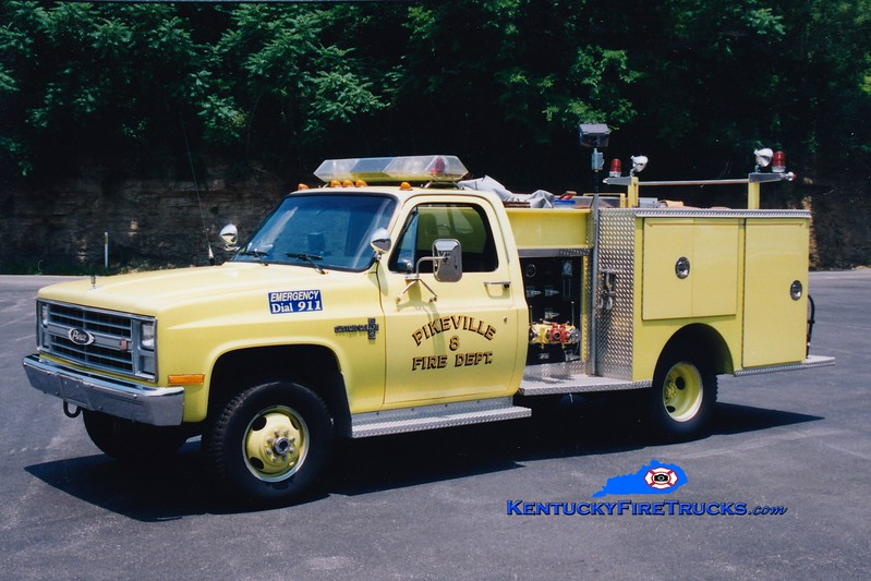 <center> RETIRED <br> Pikeville  Rescue 8  <br> 1987 Chevy 4x4/Pierce 300/250 <br> Greg Stapleton photo </center>