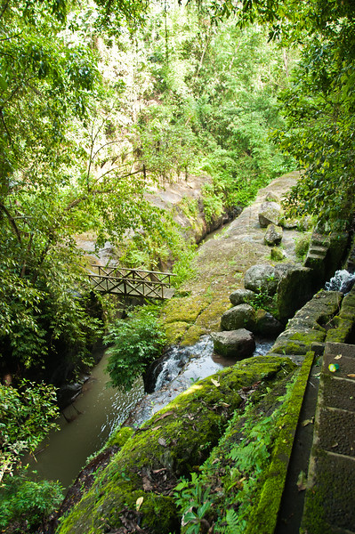 Bali - temple in ravine (9 of 10)