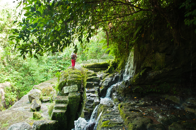 Bali - temple in ravine (2 of 10)