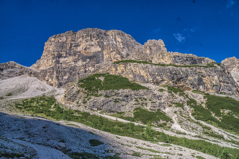 The ascent from the refuge to the Forcella Rondoi
