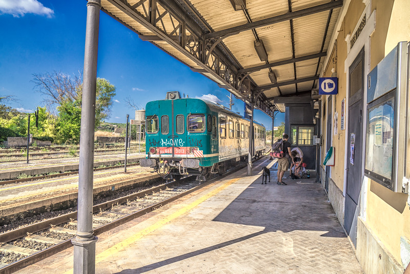 Train from Siracusa leaving Noto station