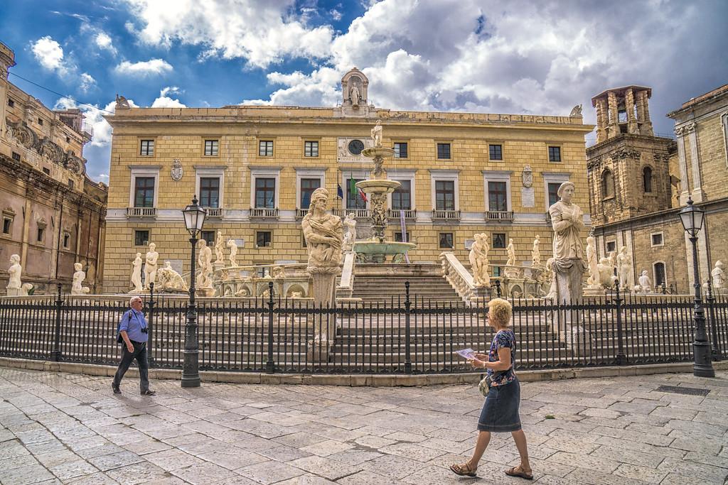 Piazza Pretoria and the Fountain of Shame