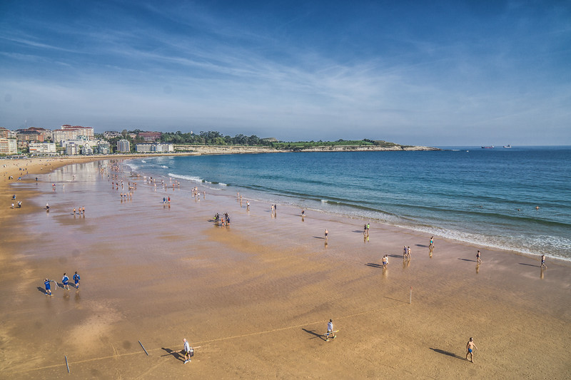 Sunday morning, Santander beach