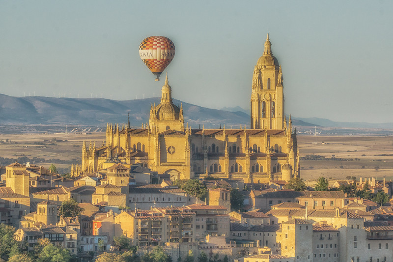 Baloon rising over the Cathedral - from the Parador