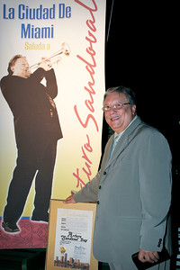 Arturo Sandoval, receives proclamation and Keys to the City of Miami.