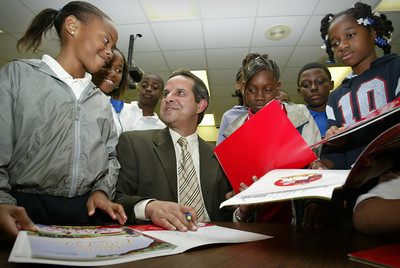 April 23,2004 City of Miami Mayor Diaz, reads to children at Holmes Elementary