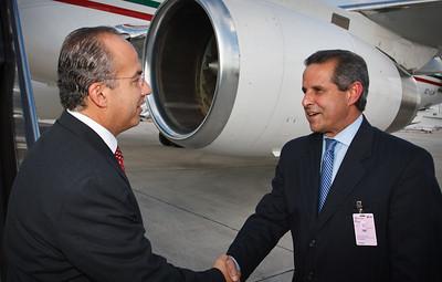 Felipe de Jesús Calderón Hinojosa greeted My Mayor Manny Diaz.