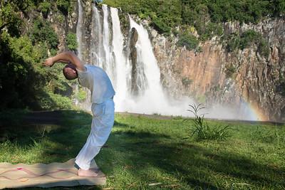 Salutation au Soleil à la cascade Niagara