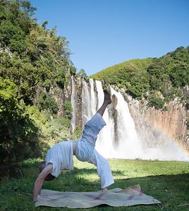 Urdhva Dhanurasana à la cascade Niagara