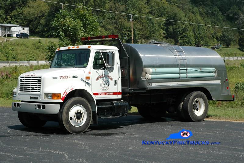 Middlefork  Tanker 51<br /> 1998 International 4900/Local 250/2000<br /> Greg Stapleton photo