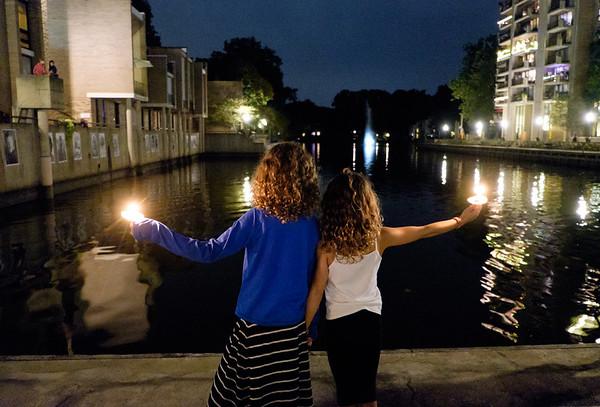 Candlelight vigil to honor Bob Simon (9/25/2015)