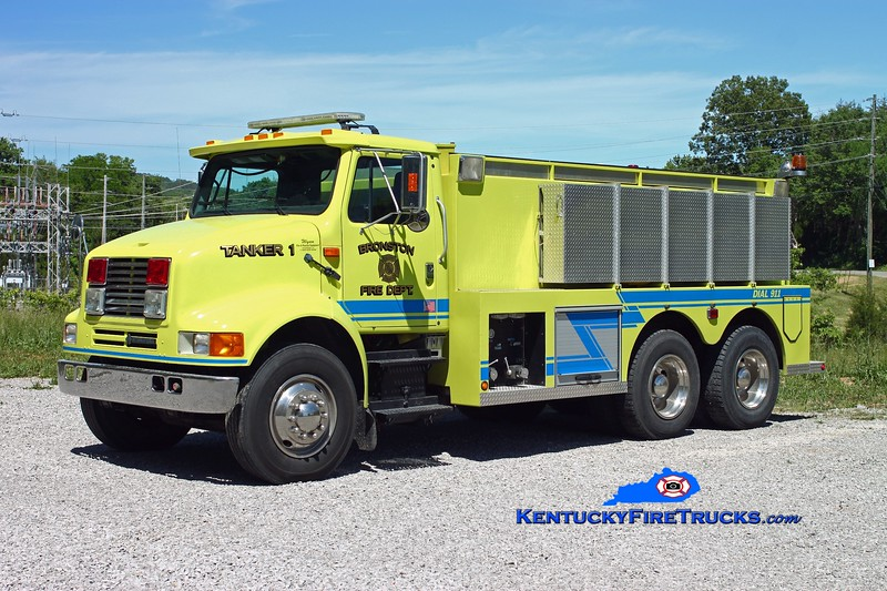 <center> Bronston Tanker 1 <br> 1993 International 8100/Wynn 250/2600 <br> Kent Parrish photo </center>
